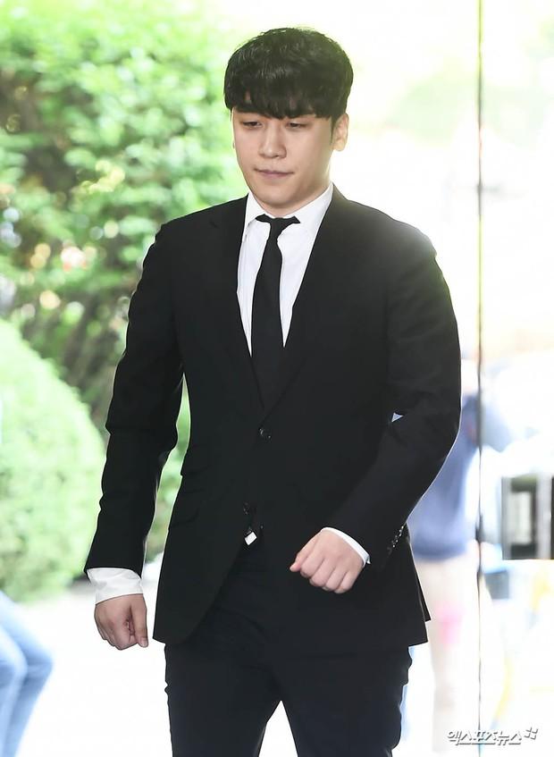 Seungri đã có mặt tại tòa để chờ lệnh bắt: Vẫn bình tĩnh dù cảnh sát xác nhận giữ bằng chứng mua dâm - Ảnh 6.