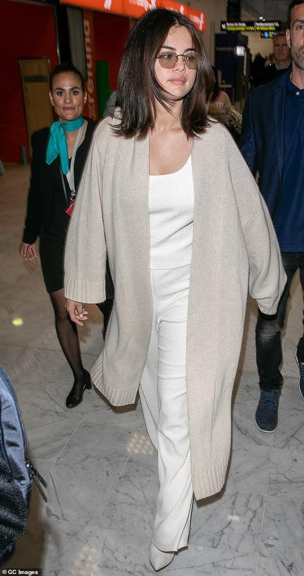 Selena Gomez khoe mặt mộc bóng dầu và sưng phù nhưng thần sắc của cô mới là điều khiến fan chú ý hơn cả - Ảnh 6.