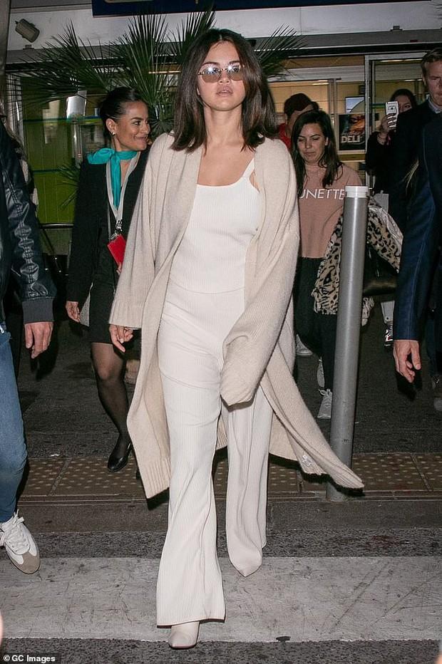 Selena Gomez khoe mặt mộc bóng dầu và sưng phù nhưng thần sắc của cô mới là điều khiến fan chú ý hơn cả - Ảnh 5.