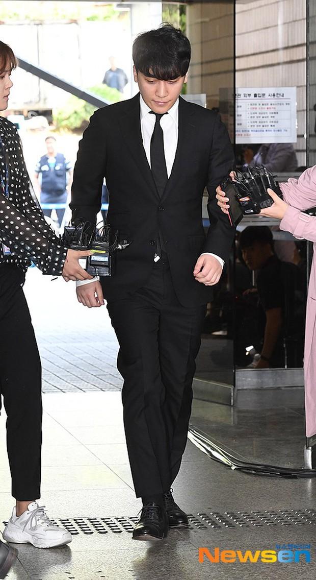Seungri đã có mặt tại tòa để chờ lệnh bắt: Vẫn bình tĩnh dù cảnh sát xác nhận giữ bằng chứng mua dâm - Ảnh 3.