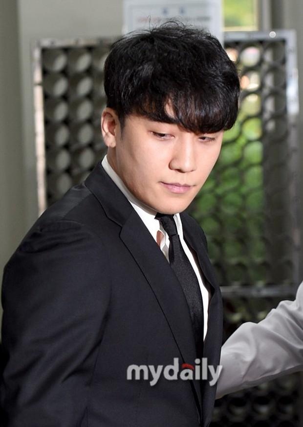 Seungri đã có mặt tại tòa để chờ lệnh bắt: Vẫn bình tĩnh dù cảnh sát xác nhận giữ bằng chứng mua dâm - Ảnh 7.