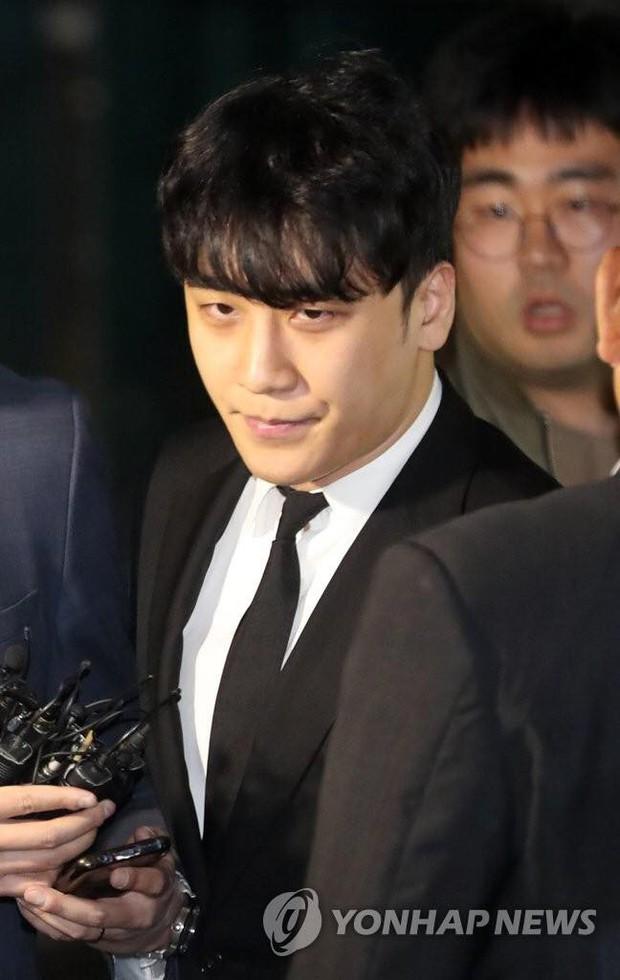 Đây là kết luận chính thức của tòa án về lệnh bắt giữ Seungri và nụ cười gây tranh cãi của nghi phạm - Ảnh 4.