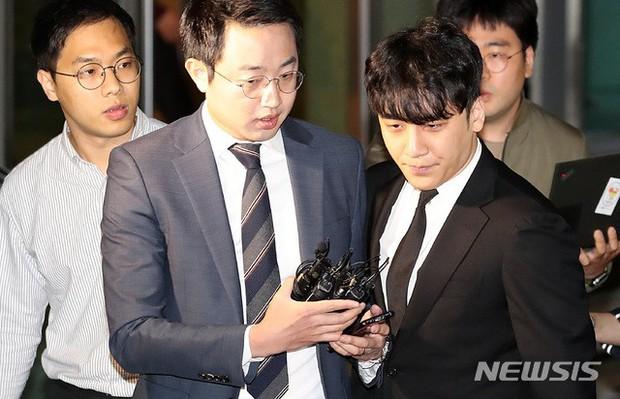 Đây là kết luận chính thức của tòa án về lệnh bắt giữ Seungri và nụ cười gây tranh cãi của nghi phạm - Ảnh 5.