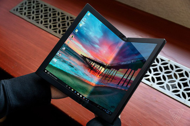 Lenovo trình diễn chiếc máy tính màn hình gập đầu tiên trên thế giới - Ảnh 1.
