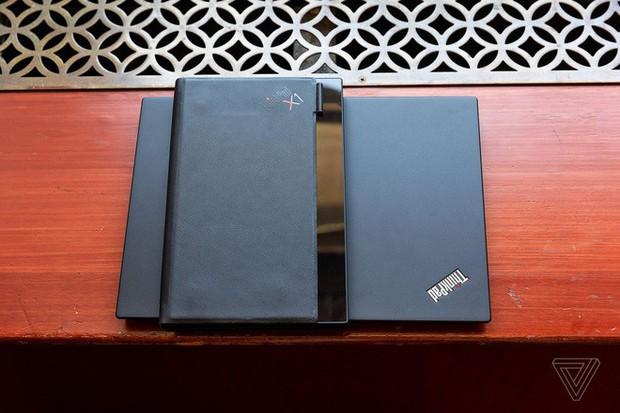 Lenovo trình diễn chiếc máy tính màn hình gập đầu tiên trên thế giới - Ảnh 2.