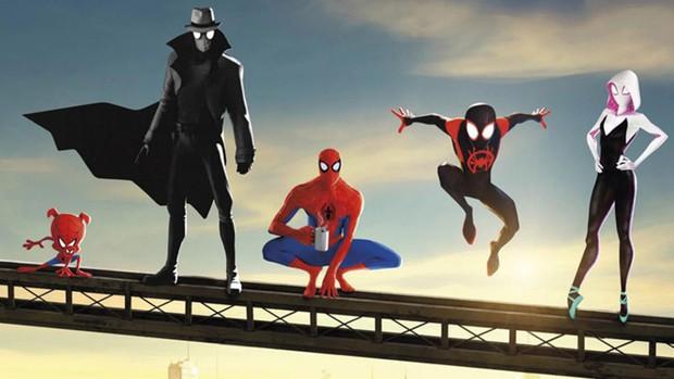 Tom Holland đóng 2 vai trong Spider-man: Far From Home: giả thuyết có nhiều Nhện đa vũ trụ là sự thật? - Ảnh 1.