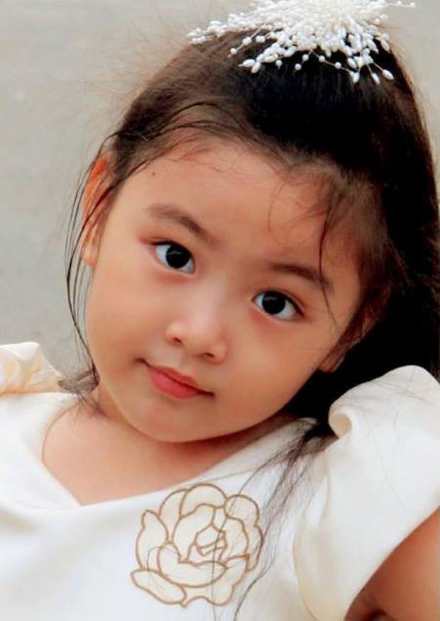 """""""Công chúa"""" 14 tuổi nhà Quyền Linh: Cao 1m7, sở hữu vẻ đẹp mong manh và được ví là bản sao của Trương Bá Chi - Ảnh 1."""