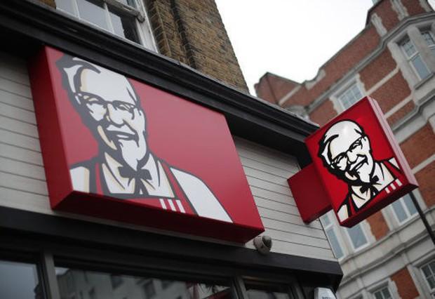 Siêu cú lừa: Thanh niên giả làm thanh tra để ăn chùa KFC suốt 1 năm trời mà không ai biết - Ảnh 1.