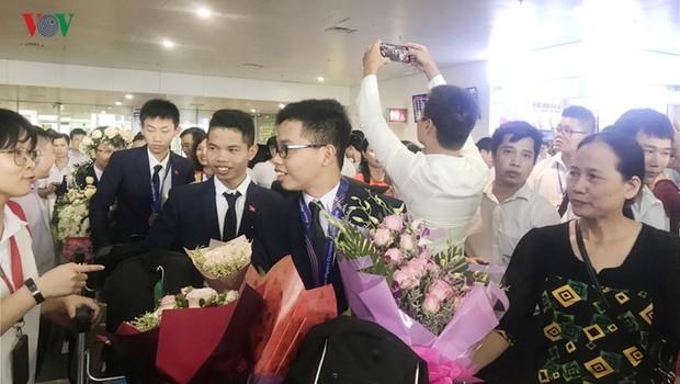 Giành 7 giải, đội tuyển Olympic Vật lý châu Á trở về trong hân hoan - Ảnh 1.