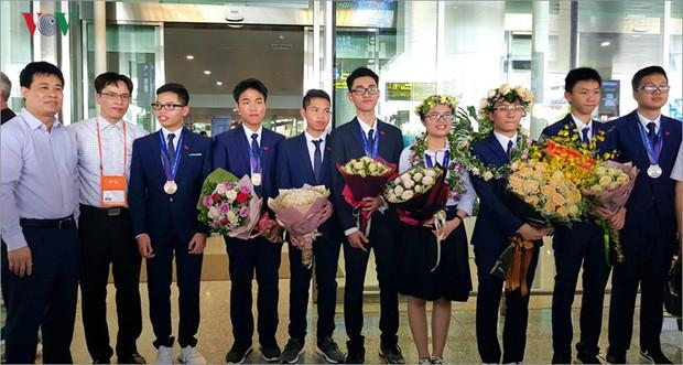 Giành 7 giải, đội tuyển Olympic Vật lý châu Á trở về trong hân hoan - Ảnh 13.