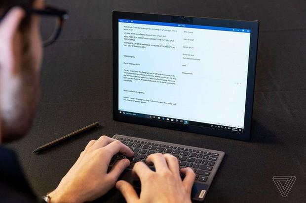 Lenovo trình diễn chiếc máy tính màn hình gập đầu tiên trên thế giới - Ảnh 5.