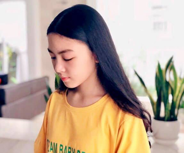 """""""Công chúa"""" 14 tuổi nhà Quyền Linh: Cao 1m7, sở hữu vẻ đẹp mong manh và được ví là bản sao của Trương Bá Chi - Ảnh 4."""