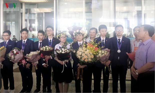 Giành 7 giải, đội tuyển Olympic Vật lý châu Á trở về trong hân hoan - Ảnh 7.