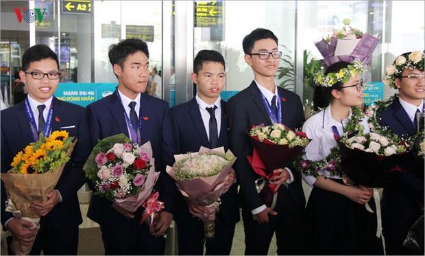 Giành 7 giải, đội tuyển Olympic Vật lý châu Á trở về trong hân hoan - Ảnh 10.