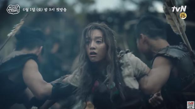 Bom tấn của Song Joong Ki lại nhá hàng teaser mới nhưng sao có cả EXO và BTS thế này? - Ảnh 10.