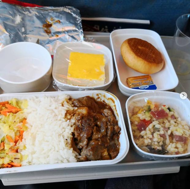 Dạo một vòng xem món ăn trên máy bay của các nước, Việt Nam phục vụ mì Ý trong khi Mỹ, Pháp phục vụ cơm - Ảnh 5.