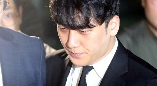 Đây là kết luận chính thức của tòa án về lệnh bắt giữ Seungri và nụ cười gây tranh cãi của nghi phạm - Ảnh 6.