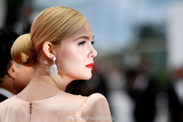 Thảm đỏ LHP Cannes 2019: Selena bức thở với vòng 1 khủng, Ella Fanning như bà hoàng bên dàn siêu mẫu Victorias Secret - Ảnh 7.