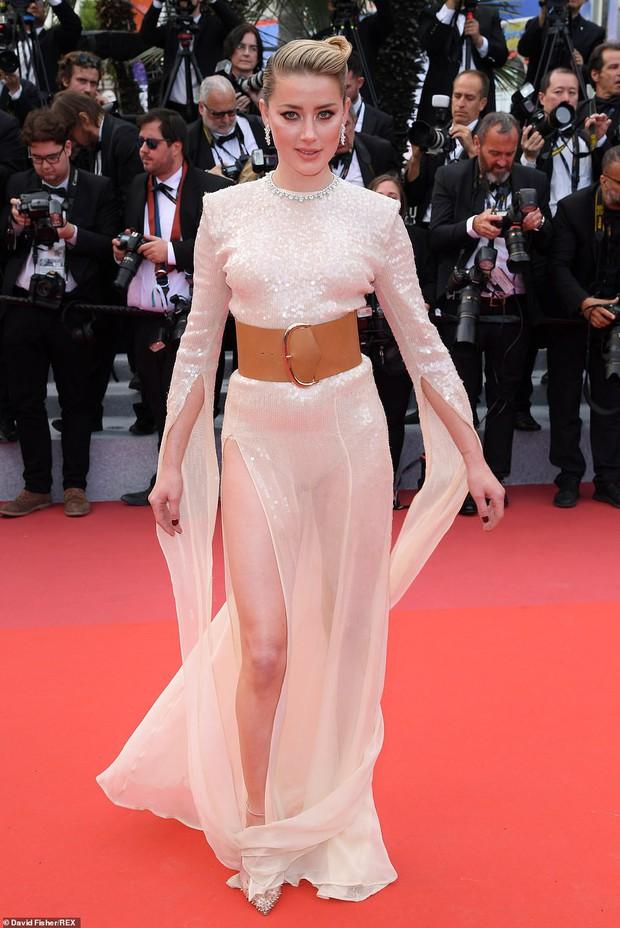 Thảm đỏ Cannes ngày 2: Thiên thần Victorias Secret suýt lộ hàng, Phạm Băng Băng Thái Lan xinh như tiên tử - Ảnh 13.
