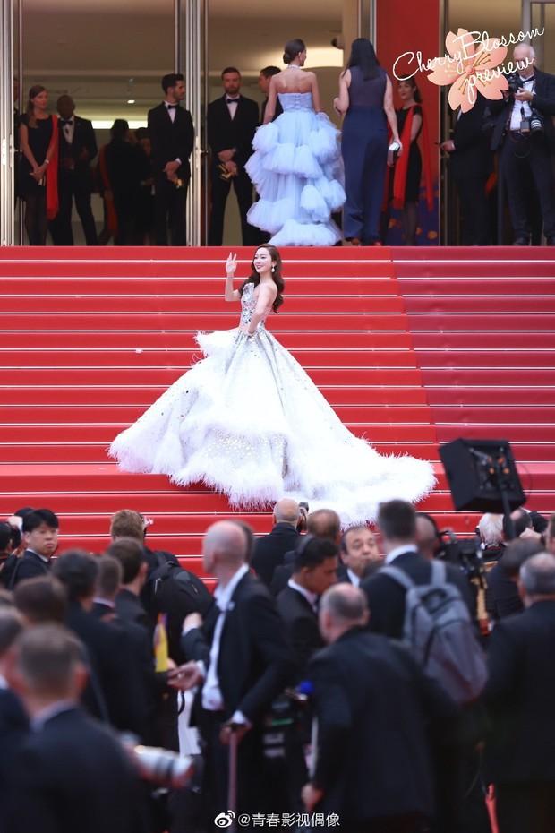 Màn xuất hiện gây mê, siêu sang chảnh không khác gì công chúa của Jessica Jung tại LHP Cannes - Ảnh 9.