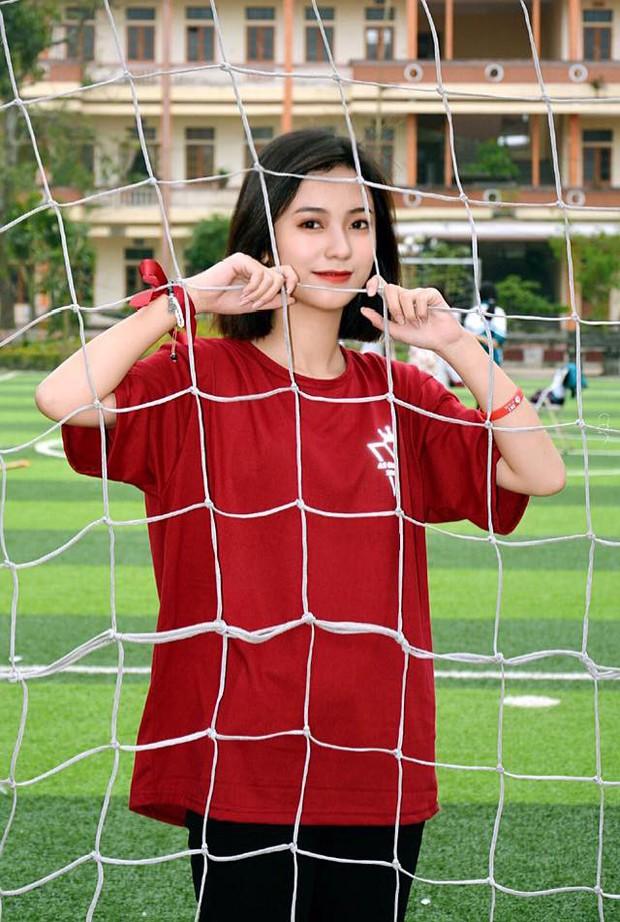 Nữ sinh 2001 được báo Trung gọi là cực phẩm hot girl với nhan sắc trong sáng y nữ chính phim thanh xuân vườn trường - Ảnh 3.