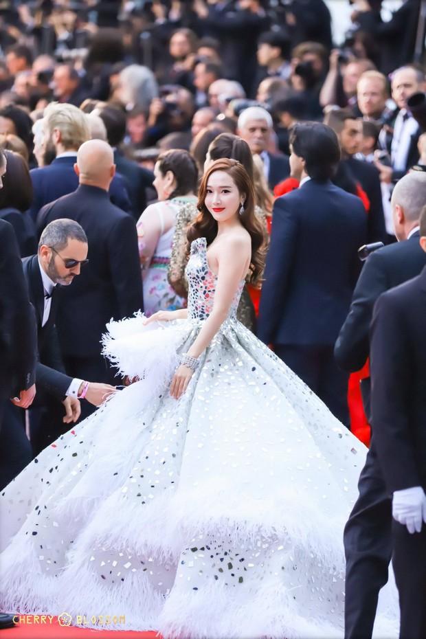 Đẹp đỉnh cao tại Cannes, nữ hoàng băng giá Jessica lại bị nhiếp ảnh gia quốc tế bóc mẽ nhan sắc quá chân thực - Ảnh 6.