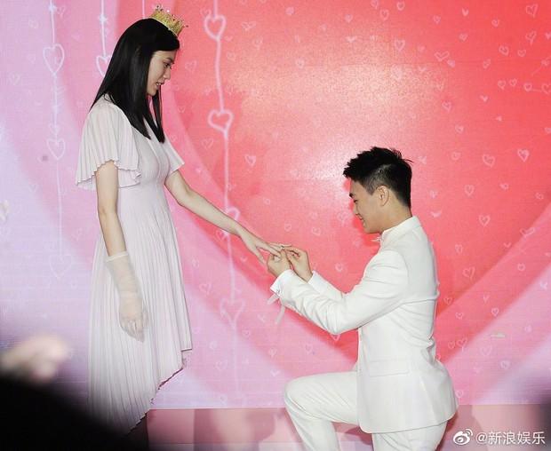 Rộ clip nghi ngờ màn cầu hôn của thiếu gia tỷ đô là sắp đặt, Ming Xi còn diễn tập bài bản - Ảnh 6.