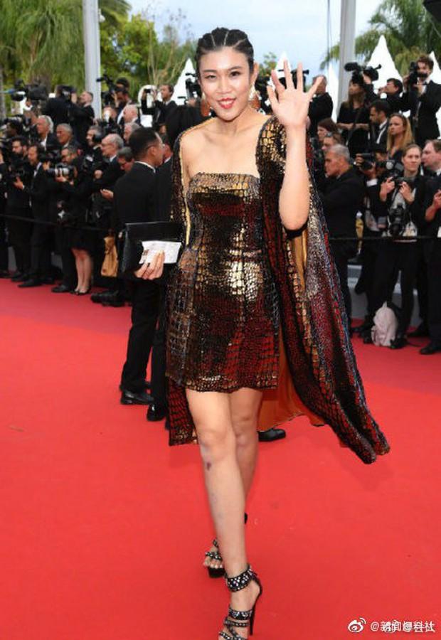 Choáng với hàng loạt gương mặt vô danh của Cbiz khoe ngực ngồn ngộn, ăn mặc lố lăng ngay ngày đầu Cannes - Ảnh 7.