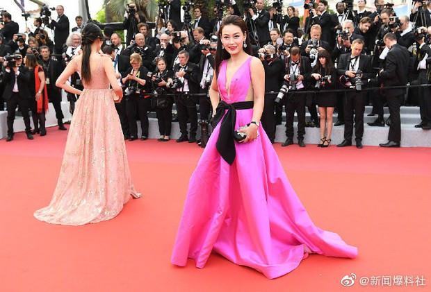 Choáng với hàng loạt gương mặt vô danh của Cbiz khoe ngực ngồn ngộn, ăn mặc lố lăng ngay ngày đầu Cannes - Ảnh 11.