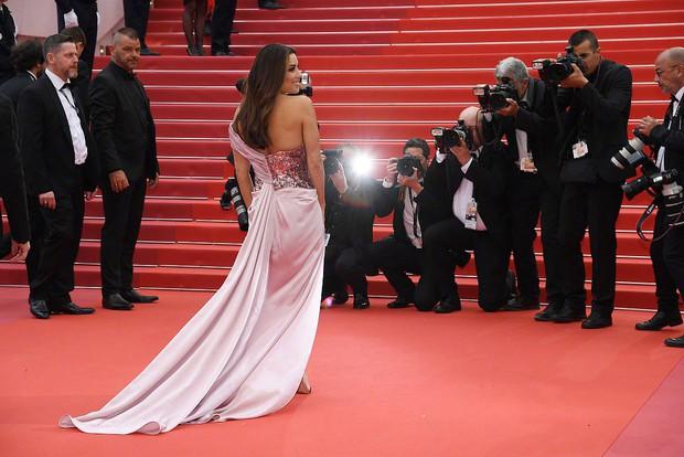 Thảm đỏ LHP Cannes 2019: Selena bức thở với vòng 1 khủng, Ella Fanning như bà hoàng bên dàn siêu mẫu Victorias Secret - Ảnh 30.