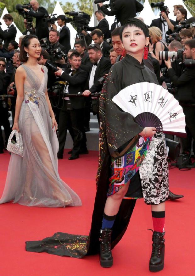 Sao nữ vô danh Cbiz diện đầm màu nổi đến Cannes nhưng sao lại hao hao váy cũ của Đỗ Mỹ Linh? - Ảnh 7.