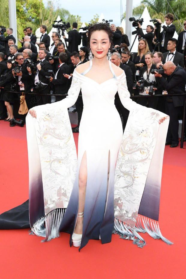 Sao nữ vô danh Cbiz diện đầm màu nổi đến Cannes nhưng sao lại hao hao váy cũ của Đỗ Mỹ Linh? - Ảnh 9.