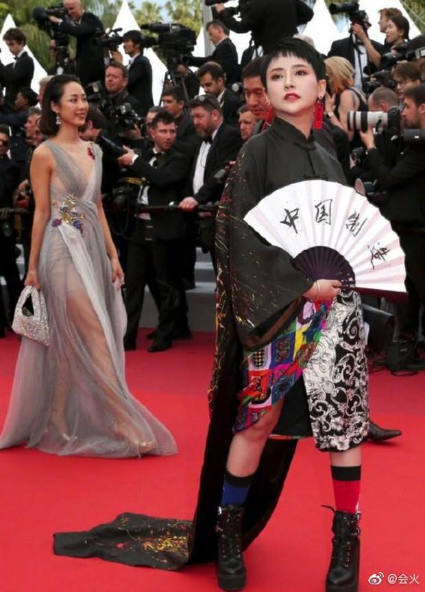 Choáng với hàng loạt gương mặt vô danh của Cbiz khoe ngực ngồn ngộn, ăn mặc lố lăng ngay ngày đầu Cannes - Ảnh 5.