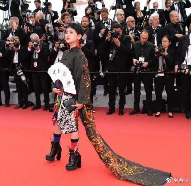 Choáng với hàng loạt gương mặt vô danh của Cbiz khoe ngực ngồn ngộn, ăn mặc lố lăng ngay ngày đầu Cannes - Ảnh 6.