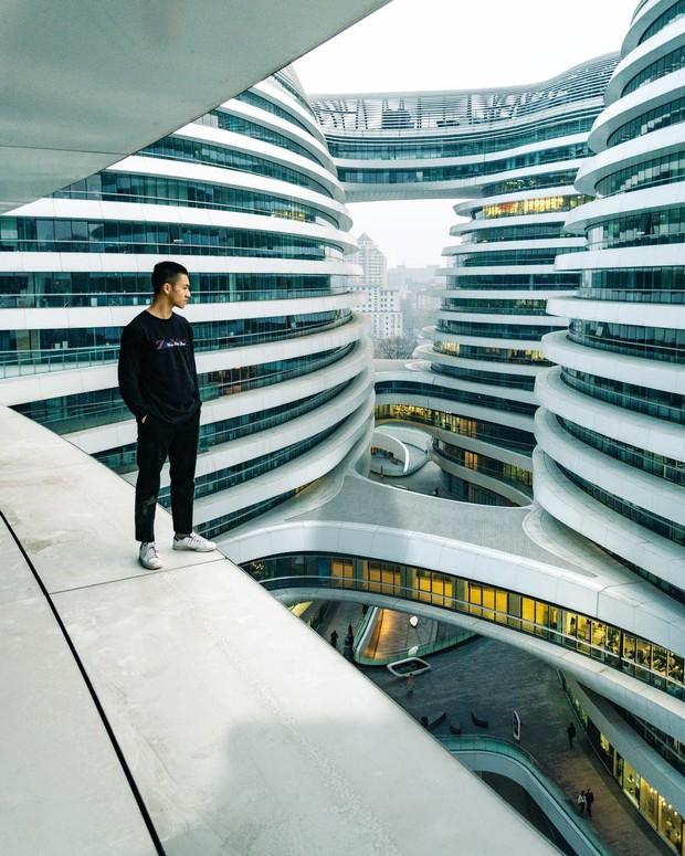Choáng ngợp trước trung tâm thương mại hình xoắn ốc lên ảnh siêu ảo từng gây tranh cãi khắp Trung Quốc - Ảnh 8.