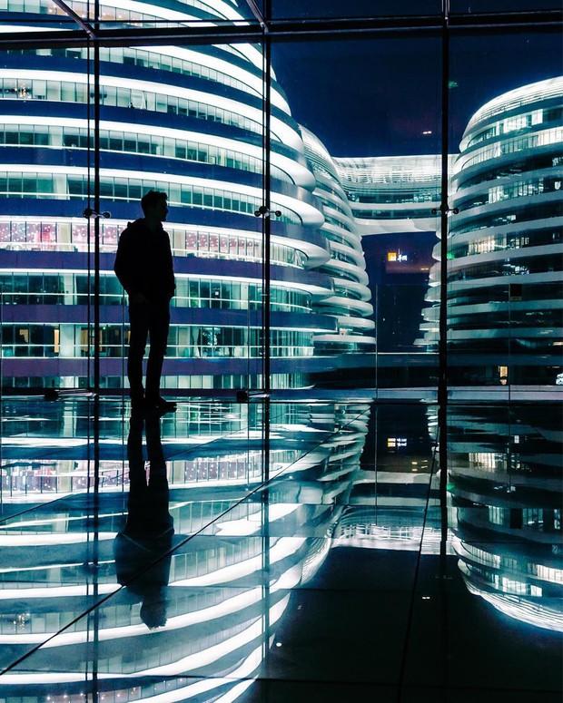 Choáng ngợp trước trung tâm thương mại hình xoắn ốc lên ảnh siêu ảo từng gây tranh cãi khắp Trung Quốc - Ảnh 17.