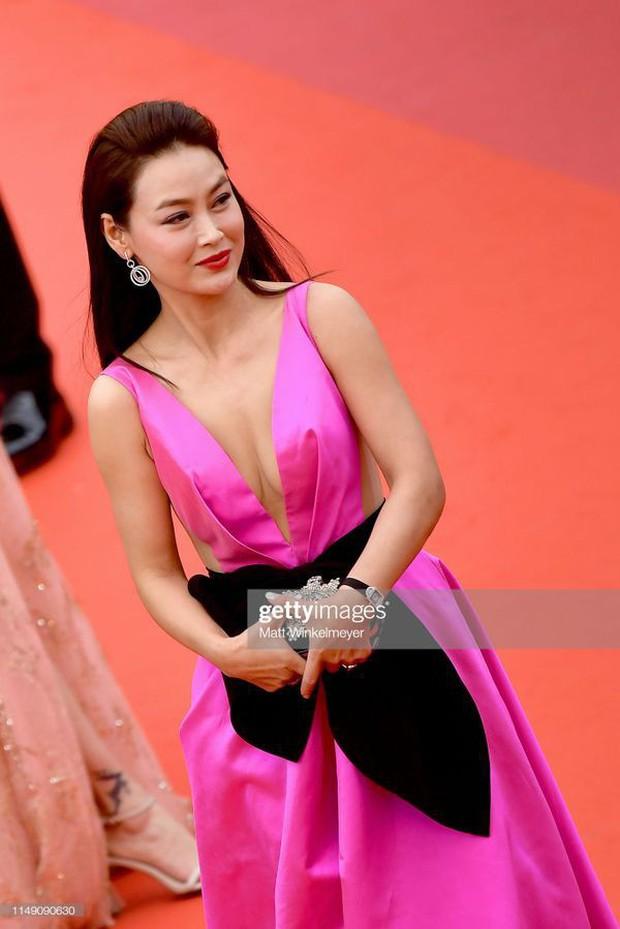 Sao nữ vô danh Cbiz diện đầm màu nổi đến Cannes nhưng sao lại hao hao váy cũ của Đỗ Mỹ Linh? - Ảnh 3.