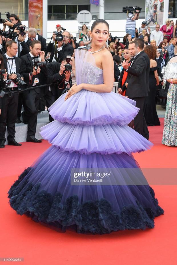 Cannes ngày đầu tiên: Phạm Băng Băng Thái Lan mới chính là mỹ nhân châu Á chặt chém nhất với thần thái bức người - Ảnh 1.