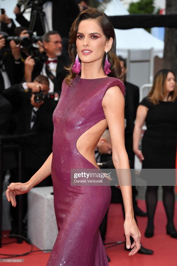 Thảm đỏ LHP Cannes 2019: Selena bức thở với vòng 1 khủng, Ella Fanning như bà hoàng bên dàn siêu mẫu Victorias Secret - Ảnh 12.