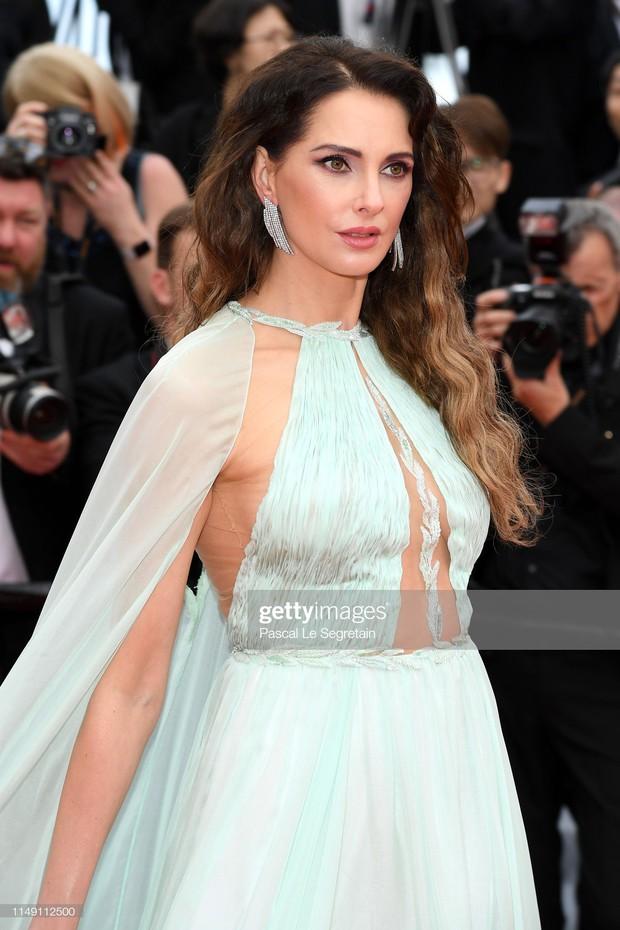 Thảm đỏ LHP Cannes 2019: Selena bức thở với vòng 1 khủng, Ella Fanning như bà hoàng bên dàn siêu mẫu Victorias Secret - Ảnh 15.