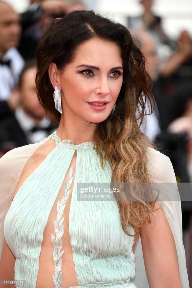 Thảm đỏ LHP Cannes 2019: Selena bức thở với vòng 1 khủng, Ella Fanning như bà hoàng bên dàn siêu mẫu Victorias Secret - Ảnh 16.