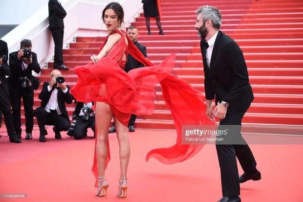 Thảm đỏ Cannes ngày 2: Thiên thần Victorias Secret suýt lộ hàng, Phạm Băng Băng Thái Lan xinh như tiên tử - Ảnh 4.