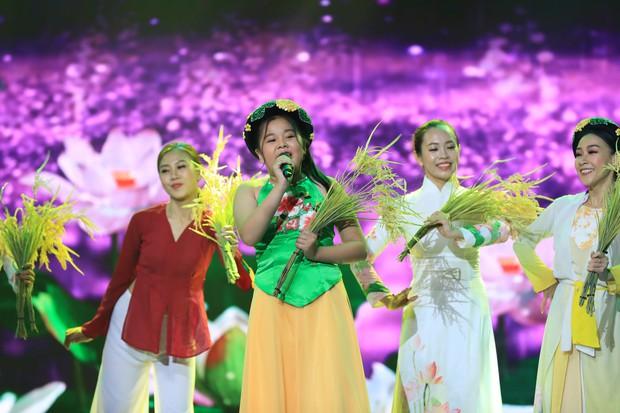 Hòa Minzy bật khóc vì học trò bị chê chọn sai bài, hát không rõ lời - Ảnh 11.