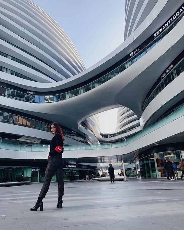 Choáng ngợp trước trung tâm thương mại hình xoắn ốc lên ảnh siêu ảo từng gây tranh cãi khắp Trung Quốc - Ảnh 7.