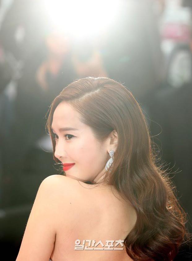 Đẹp đỉnh cao tại Cannes, nữ hoàng băng giá Jessica lại bị nhiếp ảnh gia quốc tế bóc mẽ nhan sắc quá chân thực - Ảnh 7.