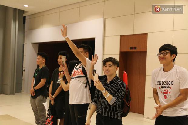 Khoảnh khắc xúc động: CĐV Việt Nam hét vang tên Phong Vũ Buffalo dù Trâu Đỏ dừng bước tại vòng bảng MSI 2019 - Ảnh 2.