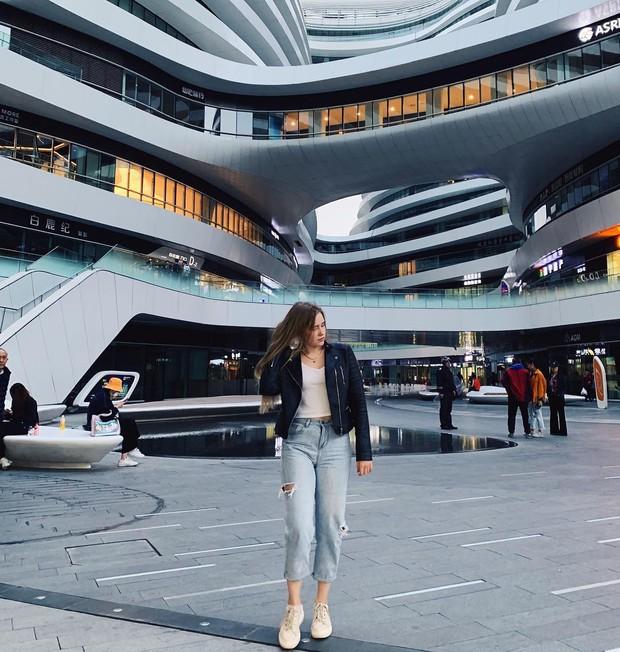 Choáng ngợp trước trung tâm thương mại hình xoắn ốc lên ảnh siêu ảo từng gây tranh cãi khắp Trung Quốc - Ảnh 21.