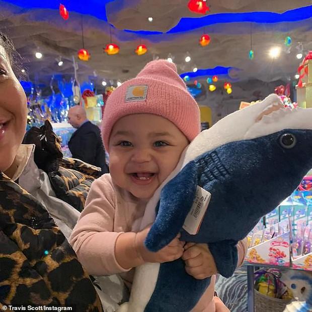 Vừa tròn 1 tuổi, con gái Stormi góp phần không nhỏ vào khối tài sản tỉ đô của Kylie Jenner bằng cách thức không ngờ - Ảnh 2.
