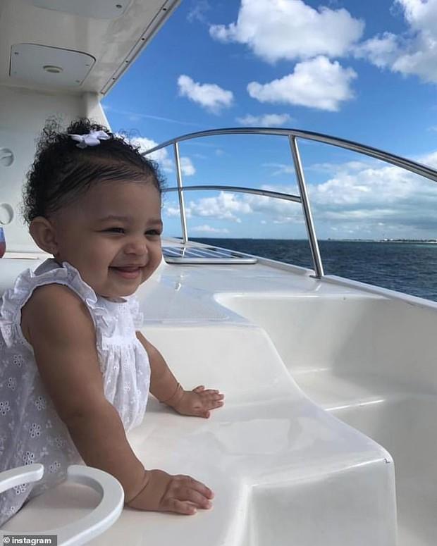 Vừa tròn 1 tuổi, con gái Stormi góp phần không nhỏ vào khối tài sản tỉ đô của Kylie Jenner bằng cách thức không ngờ - Ảnh 3.