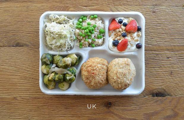 Lác mắt với bữa ăn trưa tiêu chuẩn tại trường của trẻ em trên thế giới, phụ huynh Việt trông thấy đều: Ước gì! - Ảnh 7.